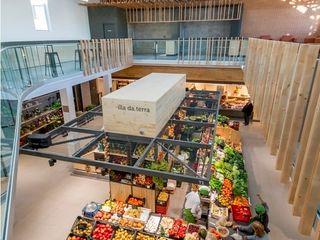 Espacio lúdico-gastronómico e isla de fruta y verdura b+t arquitectos Galerías y espacios comerciales de estilo moderno