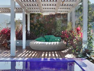 House in Rio Tropical style balcony, veranda & terrace