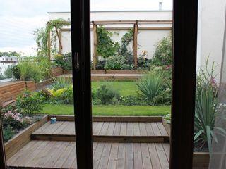 GREENERIA Modern balcony, veranda & terrace