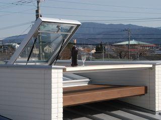 徳増建築設計事務所 Balcone, Veranda & Terrazza in stile eclettico