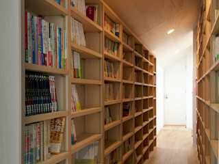 PASSAGE with BOOKS FURUKAWA DESIGN OFFICE Modern Corridor, Hallway and Staircase