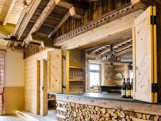 Beinder Schreinerei & Wohndesign GmbH Rustic style dining room