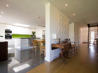 Calderwood Designscape Architects Ltd Modern Koridor, Hol & Merdivenler