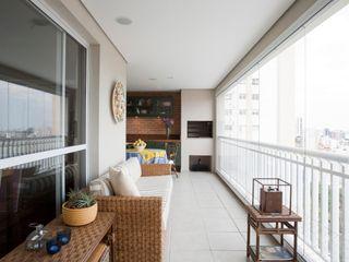 Pereira Reade Interiores Eclectic style balcony, veranda & terrace