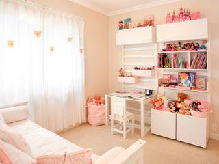 Pereira Reade Interiores Eclectic style nursery/kids room