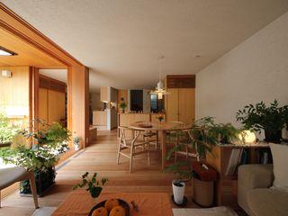 新井アトリエ一級建築士事務所 Modern Dining Room