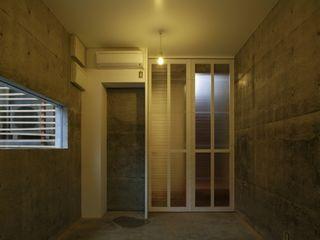 白根博紀建築設計事務所 모던스타일 벽지 & 바닥