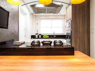 MAISON CYNTHIA Barbara Dundes   ARQ + DESIGN Cozinhas modernas
