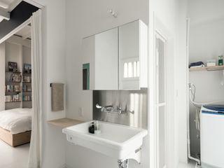 coil松村一輝建設計事務所 Eclectic style bathrooms