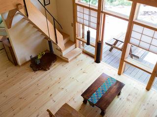 大泉の舎 有限会社中村建築事務所 オリジナルデザインの リビング