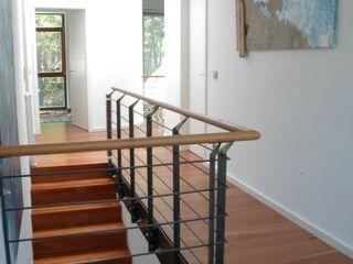 Einfamilienwohnhaus im Landkreis Hamburg/ Harburg Architekt Witte Moderner Flur, Diele & Treppenhaus Holz Weiß