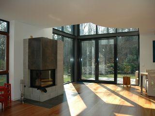 Einfamilienwohnhaus im Landkreis Hamburg/ Harburg Architekt Witte Moderne Wohnzimmer Holz Weiß