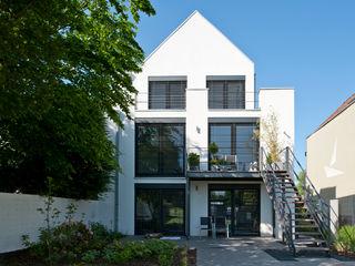 Umbau Einfamilienhaus in Düsseldorf Architekturbüro J. + J. Viethen Moderne Häuser