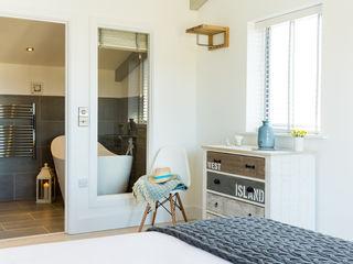 Sundown, Widemouth Bay, Cornwall The Bazeley Partnership Habitaciones modernas