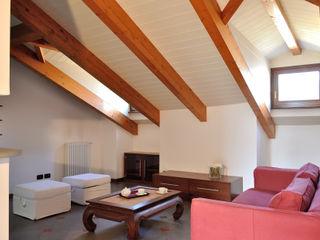 Home Staging mansarda in vendita a Monza Valtorta srl Soggiorno moderno