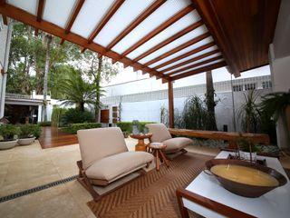 MeyerCortez arquitetura & design Moderner Balkon, Veranda & Terrasse
