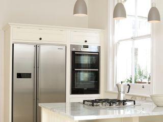 The Tunbridge Wells Shaker Kitchen by deVOL deVOL Kitchens Кухня