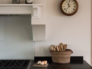The Nursery Shaker Kitchen by deVOL deVOL Kitchens Кухня