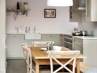 The Silverdale Shaker Kitchen by deVOL deVOL Kitchens Кухня