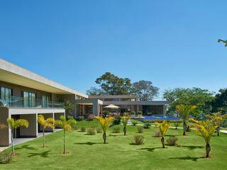 Beth Marquez Interiores Modern style gardens