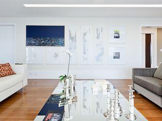 SESSO & DALANEZI Moderner Flur, Diele & Treppenhaus