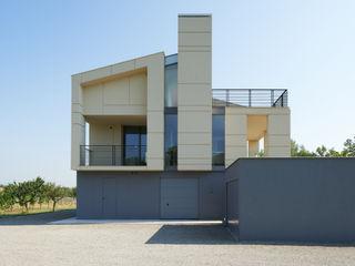 NAT OFFICE - christian gasparini architect Дома в стиле модерн