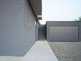 NAT OFFICE - christian gasparini architect Гараж в стиле модерн