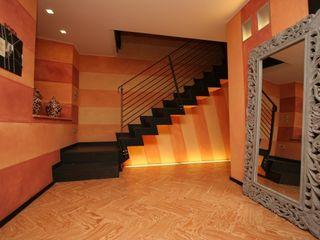 Glicine Antico Archiluc's - Studio di Architettura Stefano Lucini Architetto Ingresso, Corridoio & Scale in stile moderno