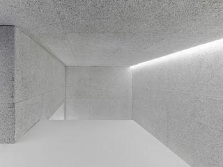 Castroferro Arquitectos Ingresso, Corridoio & Scale in stile moderno