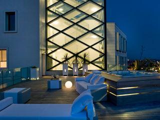 ATTICO a BRESCIA Studio Architettura Carlo Ceresoli Balcone, Veranda & Terrazza in stile moderno