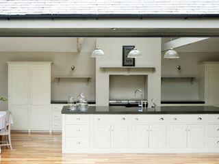 The Newcastle Shaker Kitchen by deVOL deVOL Kitchens Кухня