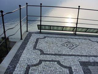 Villa Socotina - Lago di Como Archiluc's - Studio di Architettura Stefano Lucini Architetto Balcone, Veranda & Terrazza in stile classico