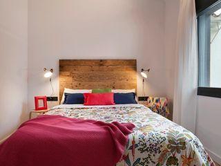 Casa reformada por Dröm Living en Crespià Paletto's Furnature DormitoriosCamas y cabeceros