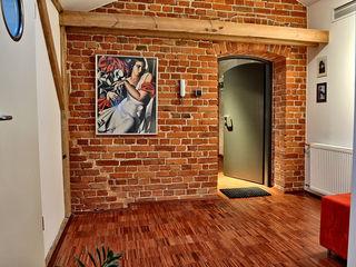 REFORM Konrad Grodziński Pasillos, vestíbulos y escaleras de estilo industrial