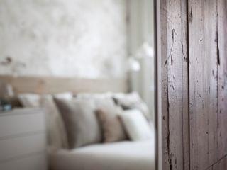 Acentos Paletto's en un dormitorio de DRÖM. Paletto's Furnature Puertas y ventanasPuertas