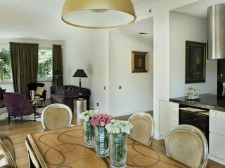 INSPACE Sala da pranzo in stile classico