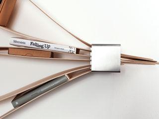 flexibles und nachhaltiges Wandregal aus Holz und Metall. Neuvonfrisch - Möbel und Accessoires WohnzimmerAufbewahrung