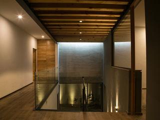 VG+VM Arquitectos Modern corridor, hallway & stairs