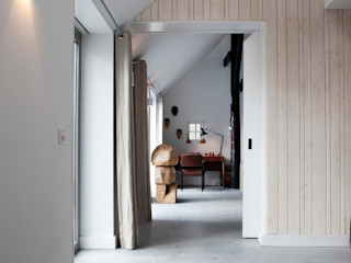 Binnenvorm Eclectic style corridor, hallway & stairs