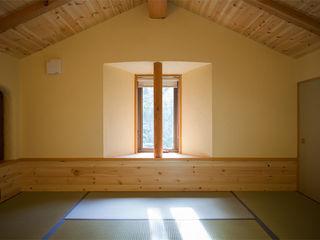小淵沢の山荘(さくら庵) 有限会社中村建築事務所 オリジナルデザインの 多目的室