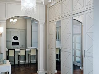 EJ Studio Classic style corridor, hallway and stairs