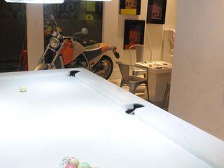 Renata Amado Arquitetura de Interiores Garage/Rimessa in stile moderno