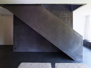 Architekturbüro Dongus Modern Corridor, Hallway and Staircase