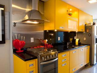 Asenne Arquitetura Modern kitchen