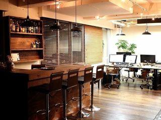 Yunhee Choe Eklektyczne domowe biuro i gabinet Drewno O efekcie drewna