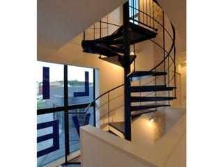 辻史彰建築研究所 Moderne gangen, hallen & trappenhuizen