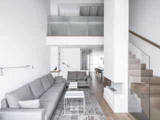 Ático en Valencia Hernández Arquitectos Salones de estilo minimalista