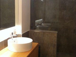 Reforma integral vivienda en Santa Cruz de Tenerife Tatiana Doria, Diseño de interiores Baños de estilo moderno