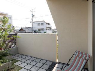 Sakurayama-Architect-Design Nowoczesny balkon, taras i weranda
