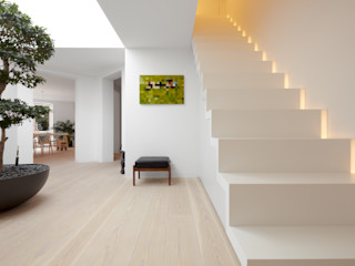 Schmidt Holzinger Innenarchitekten Koridor & Tangga Modern